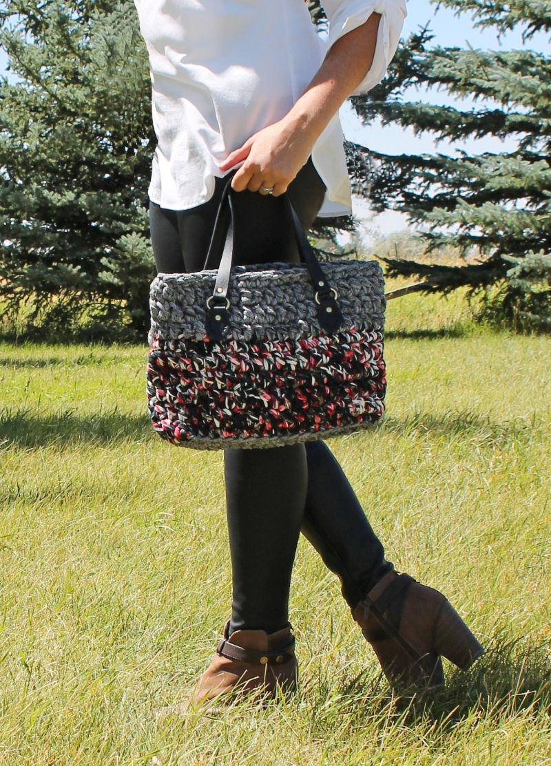 crochet-purse-with-leather-straps